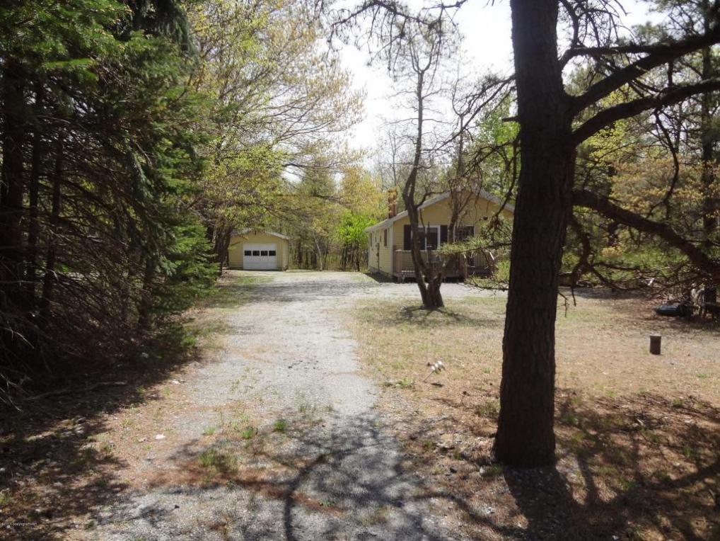 56 Penn Forest Dr, Albrightsville, PA 18210