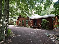 1555 Crestview Ln, Pocono Pines, PA 18350