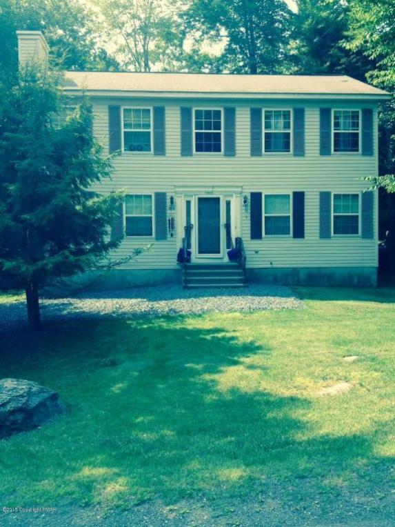 8866 Chipmunk Ln, Tobyhanna, PA 18466
