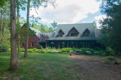 Photo of 501 Hannick Ct, East Stroudsburg, PA 18302
