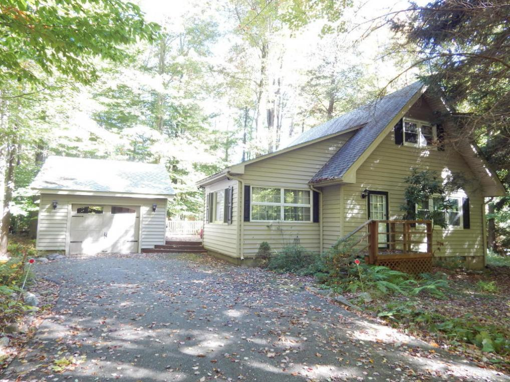 122 Sweetbriar Road, Pocono Pines, PA 18350