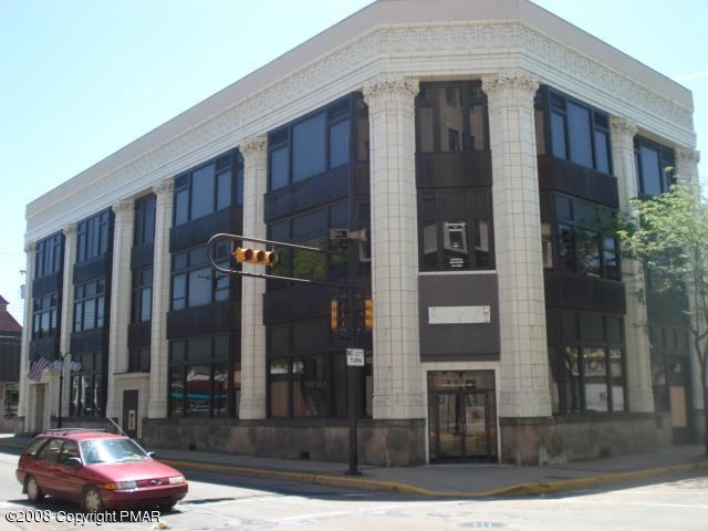 890 5th Avenue, New Kensington, PA 15068
