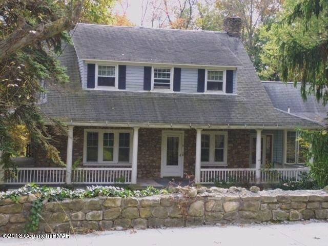 21 Fairview Ave, Mount Pocono, PA 18344