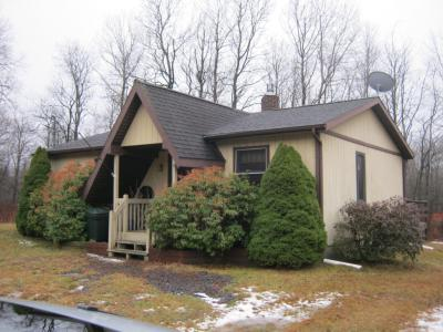 Photo of 135 Driftwood Dr, Blakeslee, PA 18610