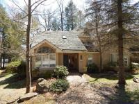 418 Woods Lake Ln, Pocono Pines, PA 18350