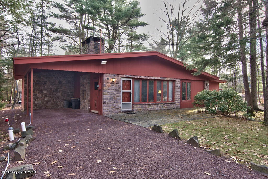 Split Rock Well Maintained Ranch @ 61 Greenwood Road, Lake Harmony, PA 18624
