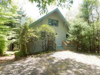 6190 Lakeview Drive, Pocono Pines, PA 18350