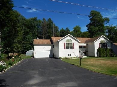 3251 Red Maple Ln, Pocono Pines, PA 18350