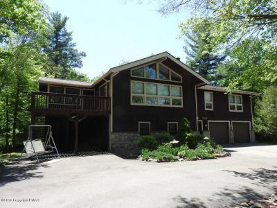 Photo of 109 Pilgrim Ln, Pocono Lake, PA 18347