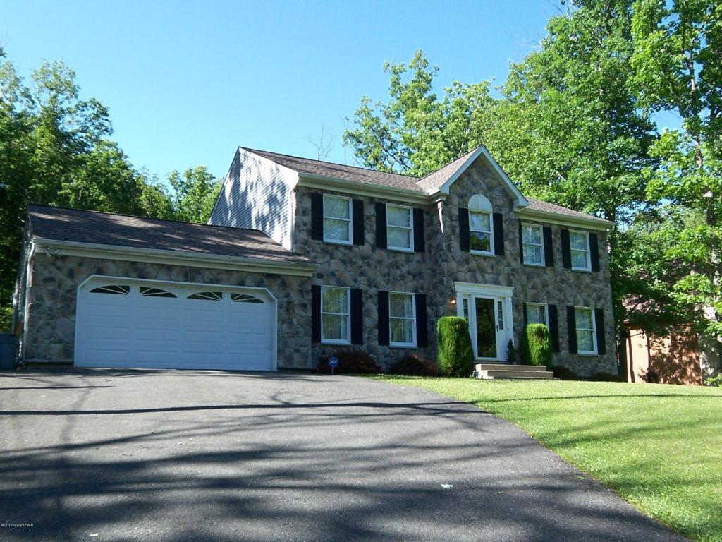 208 Great Oaks Drive, Nesquehoning, PA 18240 ENJOY Lake Hauto Living new granite counters & hardwood flooring in the living room