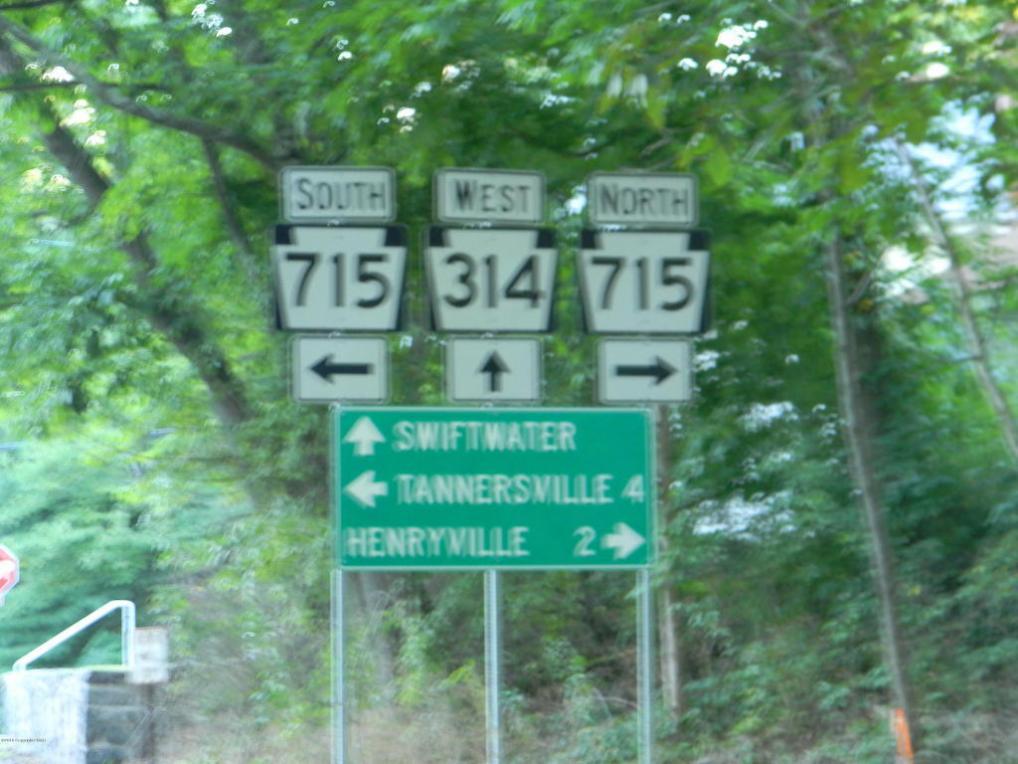 Lr 45026 4, Henryville, PA 18332