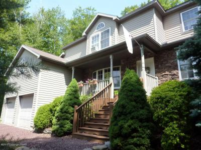 Photo of 2241 Hillcrest Dr, Pocono Pines, PA 18350