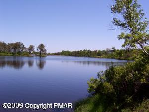 716 Eagles View Ct, Long Pond, PA 18334