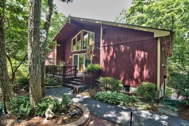 137 Fern Dr, Canadensis, PA 18325
