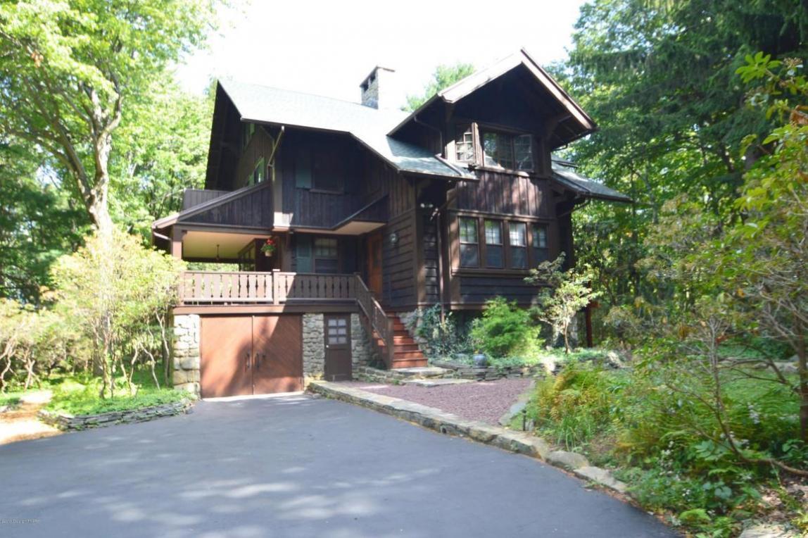 315 Manor Dr, Pocono Manor, PA 18349