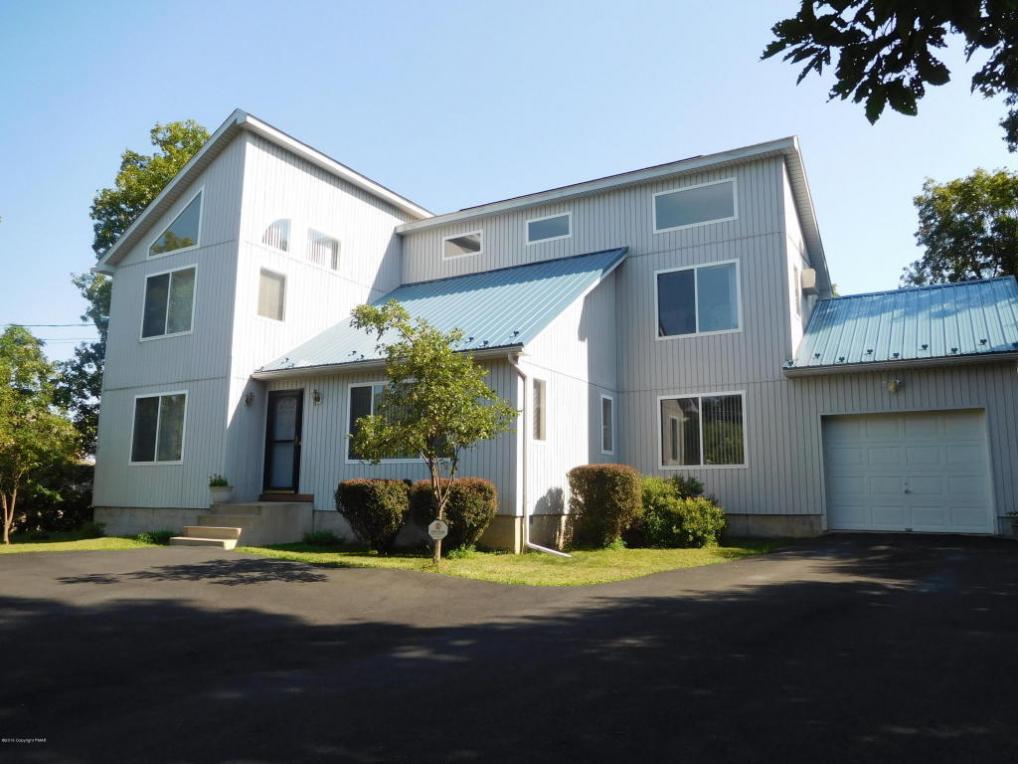 323 Wobbly Barn Rd, Henryville, PA 18332