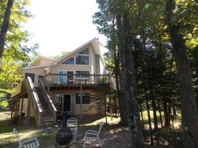 Photo of 1185 Arrowhead Dr, Pocono Lake, PA 18347