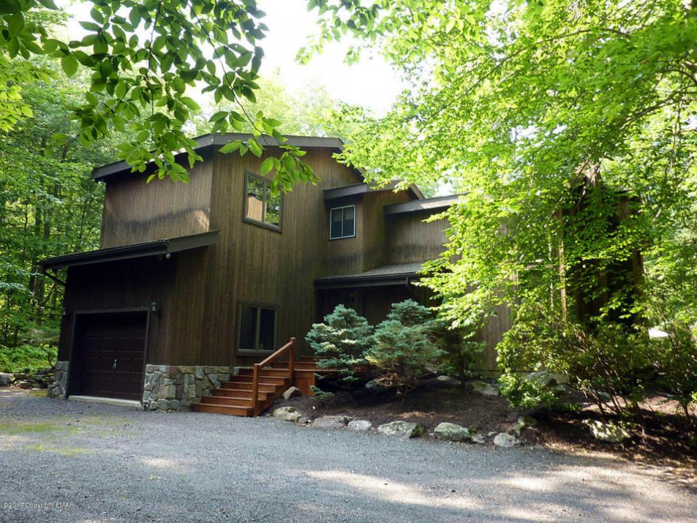 306 Wampum Way, Pocono Pines, PA 18350
