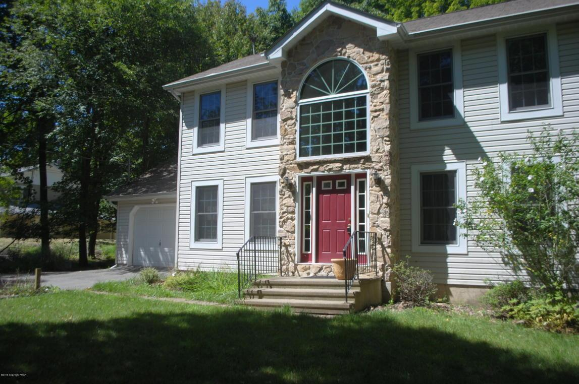 911 Clearview Dr, Long Pond, PA 18334