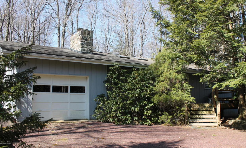 304 Foxglove Rd, Pocono Pines, PA 18350