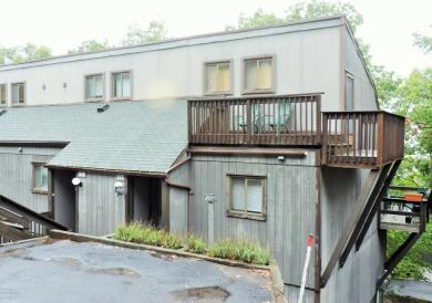 217 Cross Country Ln, Tannersville, PA 18372