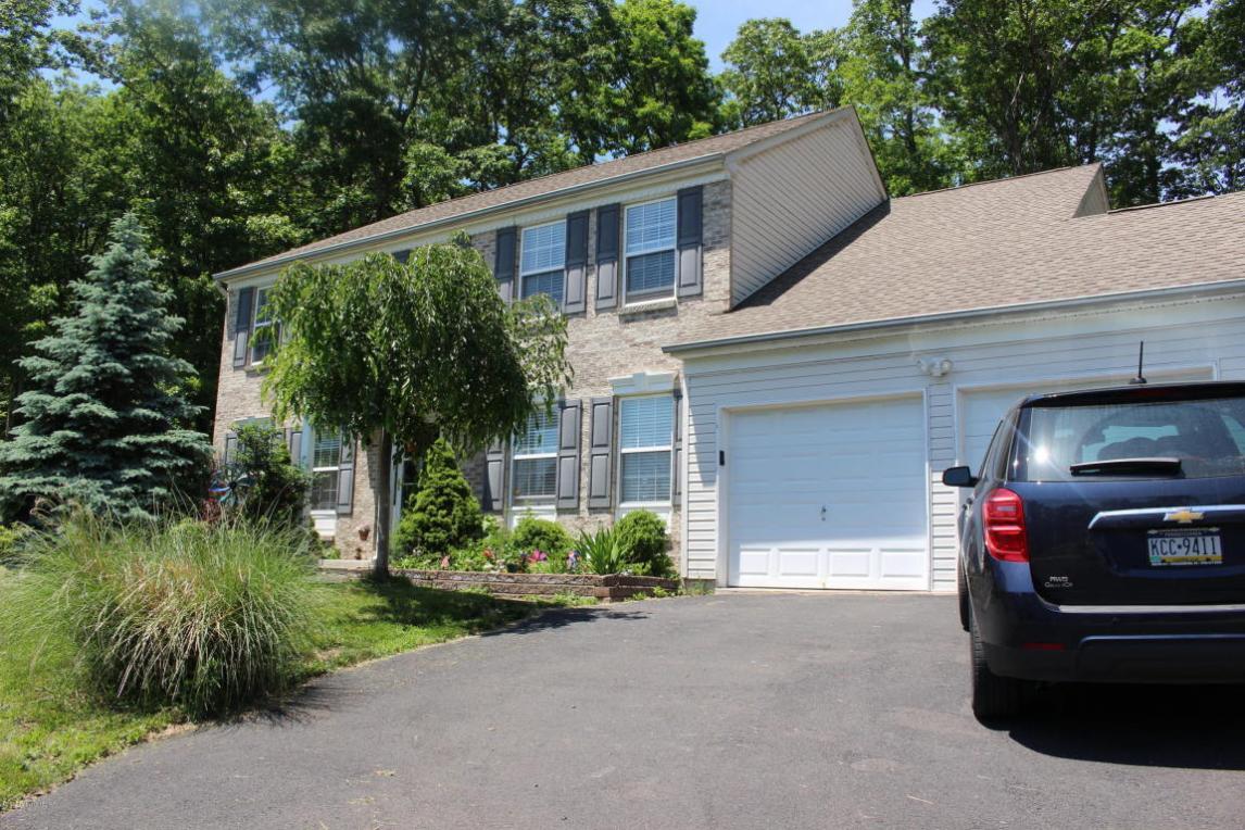 4407 Lakewood Ct, East Stroudsburg, PA 18301