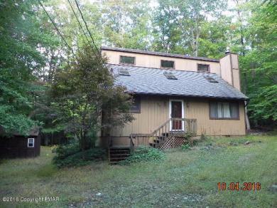 1049 Maple Dr, Pocono Lake, PA 18347
