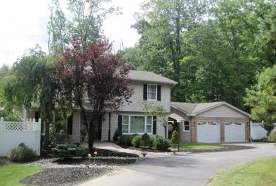 278 Whispering Hills Dr, East Stroudsburg, PA 18301