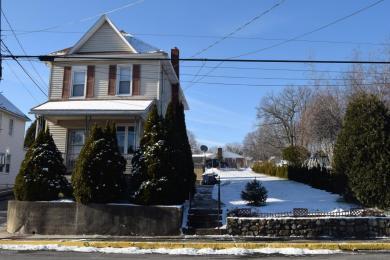 402 Garibaldi Ave, Roseto, PA 18013