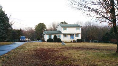 14 Chariton Dr, East Stroudsburg, PA 18301
