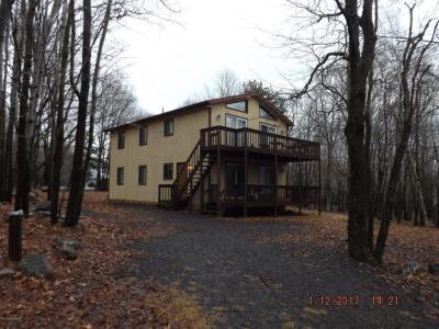 Photo of 110 Woodland Pl, Blakeslee, PA 18610