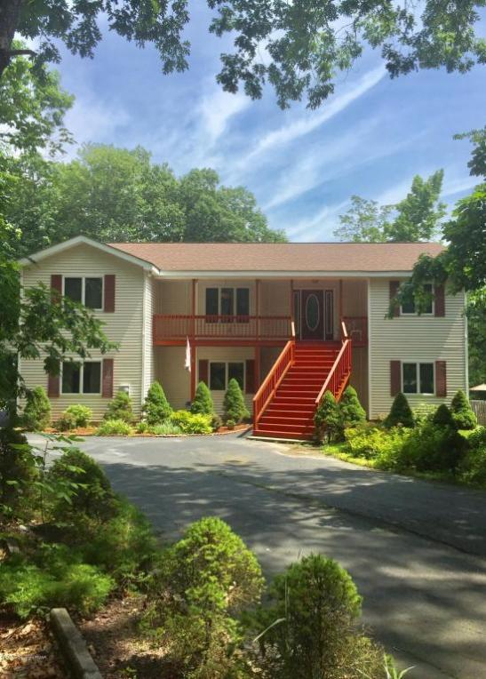 207 Country Club Dr, Lords Valley, PA 18428