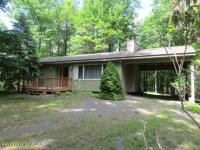 36 Maplewood Rd, Lake Harmony, PA 18624