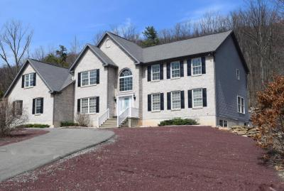 Photo of 425 Lake Dr, Nesquehoning, PA 18240