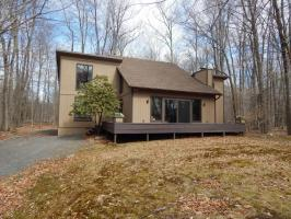 126 Golfers Way, Pocono Pines, PA 18350