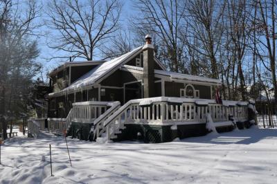 Photo of 380 Lake Valley Dr, Hazleton, PA 18202