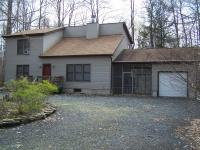 7152 Winnebago Dr, Pocono Lake, PA 18347