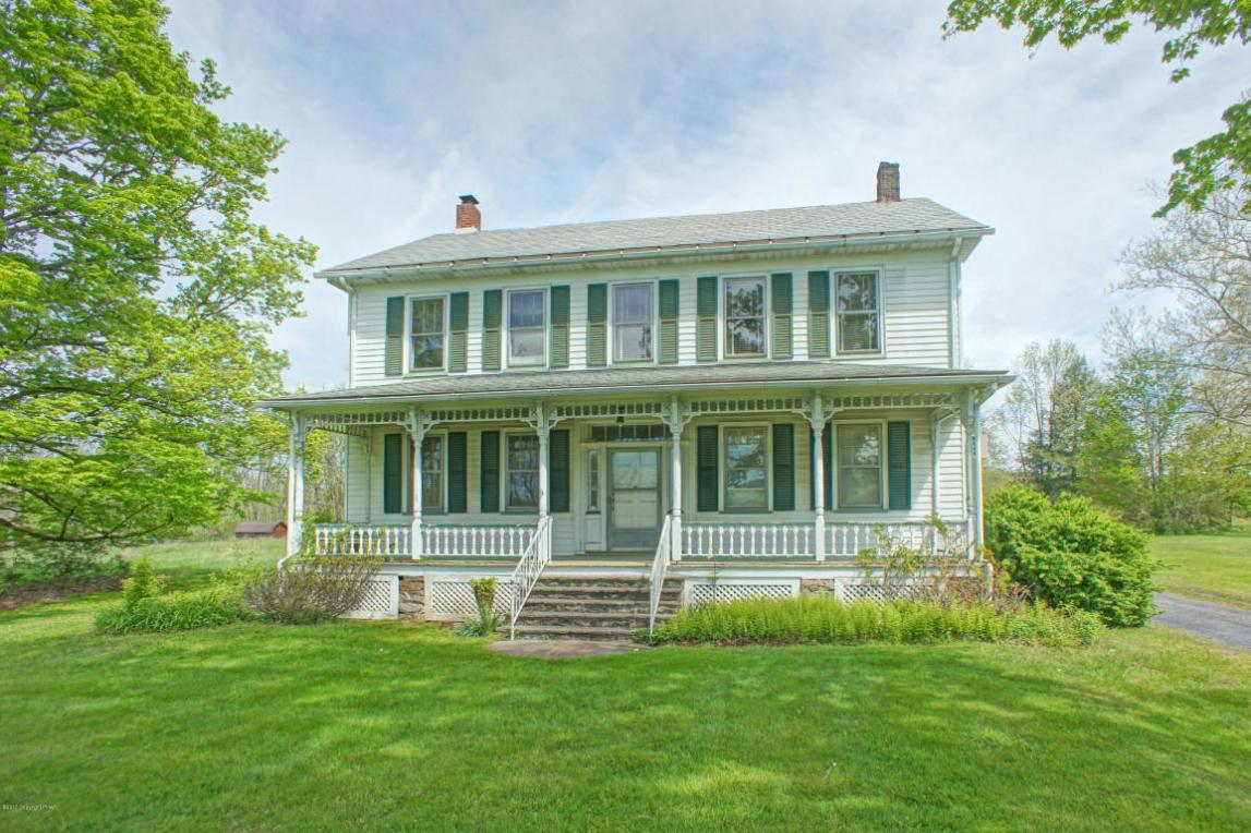 443 Bossardsville Rd, Stroudsburg, PA 18360