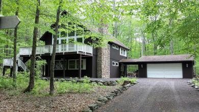 1046 Maple Dr, Pocono Lake, PA 18347