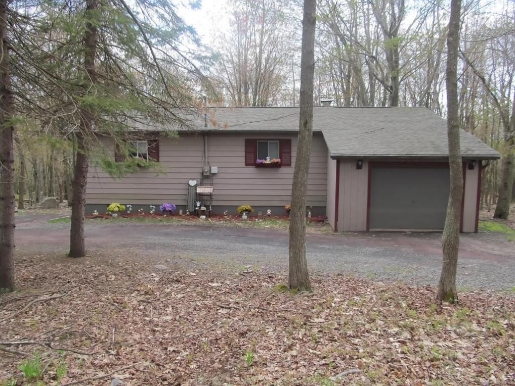202 Forest Hill Dr, Blakeslee, PA 18610