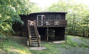 208 White Pine Dr, Pocono Lake, PA 18347