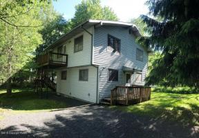 1030 Wyoming Dr, Pocono Lake, PA 18347