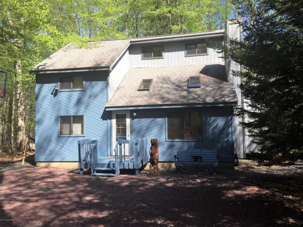 433 Berry Ln, Pocono Lake, PA 18347