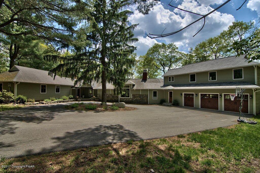 207 Flat Rock Rd, Buck Hill Falls, PA 18323