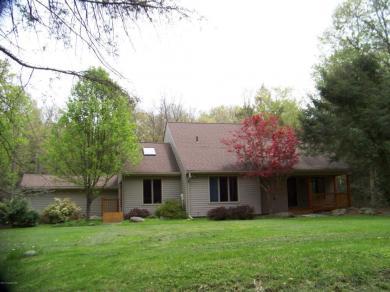 195 Sawmill Rd, Pocono Lake, PA 18347