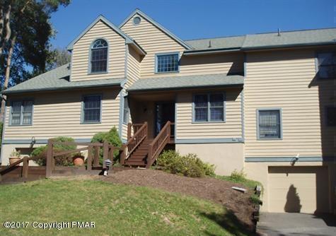 2154 Oak Hill Dr, Buck Hill Falls, PA 18323