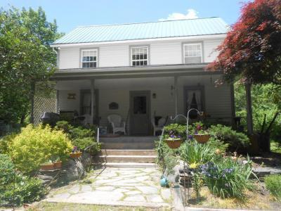 Photo of 1057 Cherry Ln, Henryville, PA 18332