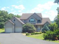 3323 Mountain View Dr, Tannersville, PA 18372