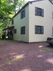 199 Echo Lake Rd, Tobyhanna, PA 18466
