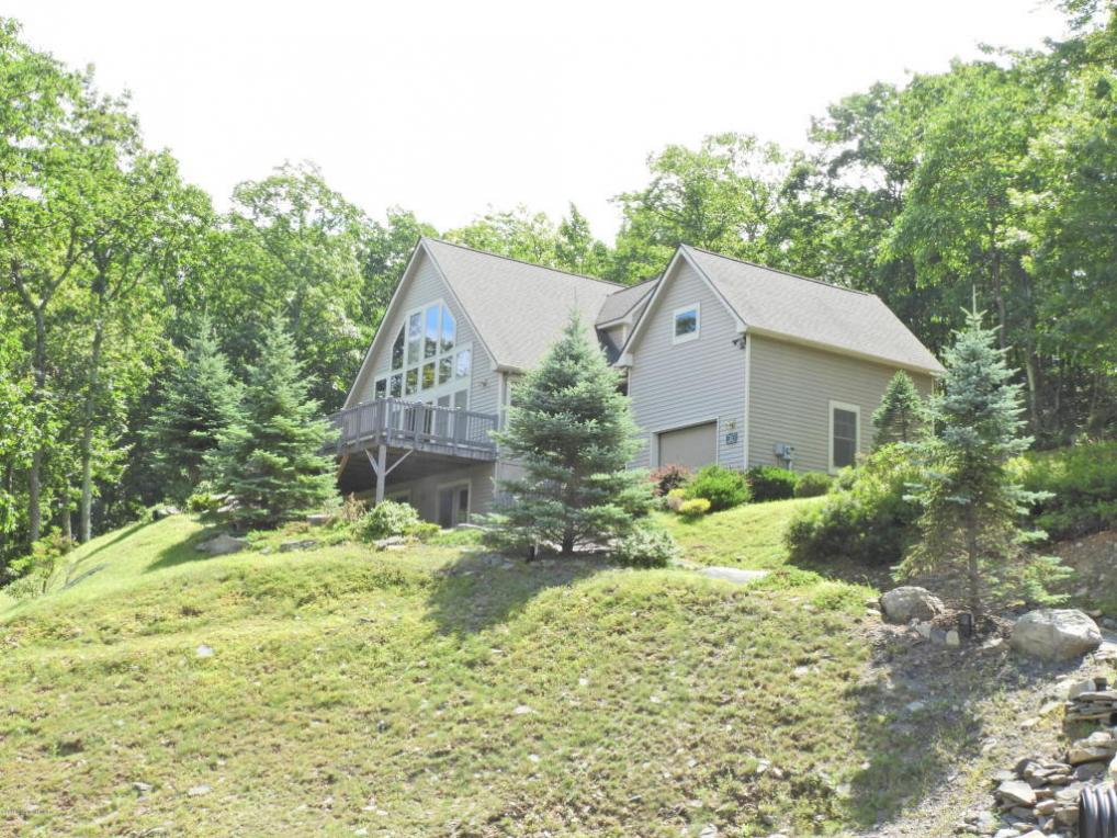2203 Camelback Dr, Tannersville, PA 18372